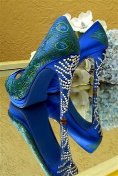 Peacock Pictures, Peacock Pics, Peacock Painting, Holiday Shoes, Unique Shoes, Fascinator Hats, Boho Gypsy, Blue Shoes, Wedding Shoes