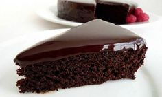 An incredibly good Chocolate Cake with Oil recipe. This divine cake is ultra moist thanks to canola oil and buttermilk and delivers a serious chocolate hit. Chocolate Cake With Oil, Ultimate Chocolate Cake, Chocolate Cake Recipe Easy, Delicious Chocolate, Chocolate Desserts, Delicious Food, Chocolate Glaze, Chocolate Fudge, Chocolate Sponge