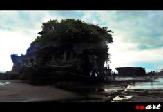 Pura Tanah Lot Bali adalah satu dari beberapa tempat wisata yang sangat terkenal di Bali bahkan di seluruh Indonesia. Tanah Lot ini terdiri dari pura yang legendaris serta pantainya yang indah, yang pada sore hari menjadi panorama yang indah dikala sunset.