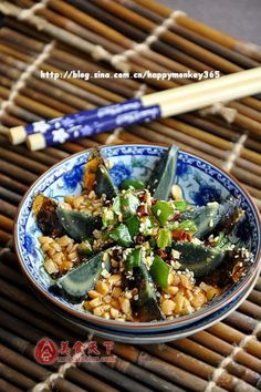 Century eggs with peanuts and green bell peppers/红油凉拌皮蛋
