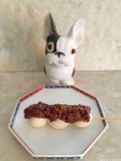 Dango à l'anko ou à la sauce mitarashi Red Beans, Sauce, Pudding, Desserts, Food, Japanese Kitchen, Tailgate Desserts, Deserts, Custard Pudding