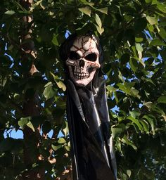 Trashbag Phantom Great Recession, Halloween Decorations, Projects, Log Projects, Blue Prints, Halloween Art
