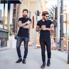 2015-04-28のファッションスナップ。着用アイテム・キーワードはサングラス, デニム, ハット, ブーツ, 無地Tシャツ, 黒パンツ, 黒Tシャツ, Tシャツ,etc. 理想の着こなし・コーディネートがきっとここに。| No:92514