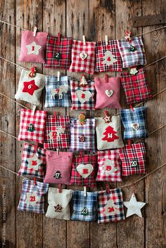 35 DIY Advent Calendar Ideas Anyone Can Make. These easy ideas are so clever, definitely pinning! DIY your very own homemade Christmas advent calendar and add some more festive decorations to your home! Advent Calendar Diy, Homemade Advent Calendars, Advent Calendars For Kids, Kids Calendar, Christmas Calendar, Advent Calenders, Calendar Ideas, Christmas Countdown, Calander