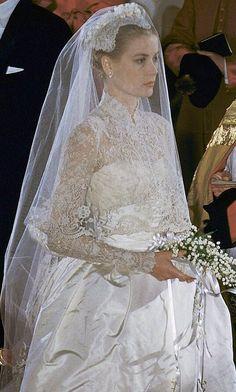 Gracefully Dressed ,  Princess Grace Kelly !