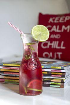 Lemoniada malinowo-limonkowa z miętą Smoothie Drinks, Smoothies, Hurricane Glass, Wine Decanter, Carafe, Hot Sauce Bottles, Lemonade, Liquor, Tableware
