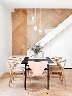 chevron floors // dining room design ideas // dining room chairs // mid-century dining room ideas