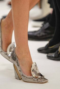 Footwear: Christian Dior Spring 2014 Couture Show Crazy Shoes, Me Too Shoes, Dior 2014, Stiletto Heels, High Heels, Christian Dior Couture, Beautiful Shoes, Casual Shoes, Trendy Shoes