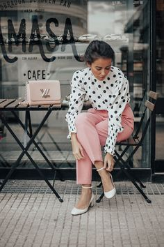 Business Casual Outfits For Women, Casual Work Outfits, Professional Outfits, Classy Outfits, Chic Outfits, Spring Outfits, Fashion Outfits, Look Rose, Pink Trousers