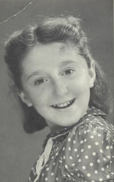 Denise-Dora GOTTFRIED was born on April 12, 1930, in Paris and lived at 29 rue de Turenne. She was deported with her mother, Chaya on convoy 22 to Auschwitz on August 21, 1942 where whe was murdered. Her father, Sélig, was deported on convoy 12.