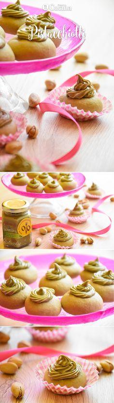 I #pistacchiotti con crema al #pistacchio sono dei dolcetti davvero deliziosi, facili da preparare e molto eleganti da servire. Ecco la #videoricetta