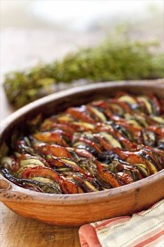 Tian Provençal, the recipe for summer season! Vegetarian Recipes, Cooking Recipes, Healthy Recipes, Ratatouille, Coffee Drink Recipes, Summer Recipes, Love Food, Food To Make, Food And Drink
