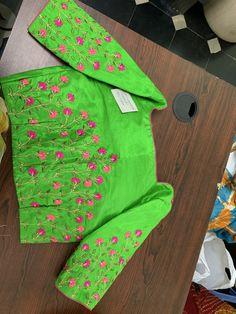 Modern Blouse Designs, Cotton Saree Blouse Designs, Stylish Blouse Design, Bridal Blouse Designs, Kurta Designs, Blouse Patterns, Saree Embroidery Design, Hand Embroidery Dress, Embroidery Flowers Pattern