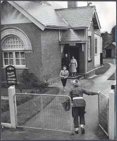 Private Wallace Tratford arrives home on leave, Drouin, Victoria, ca. 1944