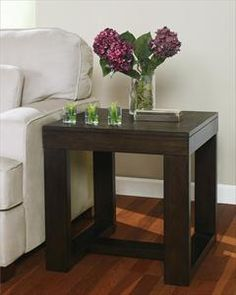 I would love an end table and coffee table just like this!