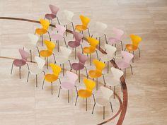 Fritz Hansen Serie 7 Stuhl 3107 New Colours von Arne Jacobsen, 1955 - Designermöbel von smow.de Fritz Hansen, Arne Jacobsen, Stackable Chairs, Contemporary Furniture, Chair Design, Modern Design, Dining Chairs, Colours, Creative