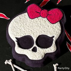 Make your birthday ghoul's screams come true with a Monster High cake! Click for decorating tips and more clawsome Monster High party ideas.