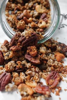 Cereal without sugar Granola recipe with banana and nuts - Cereal without sugar Make your own granola with banana Banana Granola Granola Sans Gluten, Keto Granola, Vegetarian Breakfast, Vegan Breakfast Recipes, Make Your Own Granola, Banana Granola, Brunch, Gluten Free Breakfasts, Spiced Apples