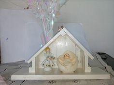 El portal es de fabricación casera inspirado en una imagen de pinterest.  El Niño Dios  (made in china). el ángel recuerdo del profesor Julio Cesar Manzano 2014 (me regaló 3) .  Dios lo tenga gozando de su presencia.