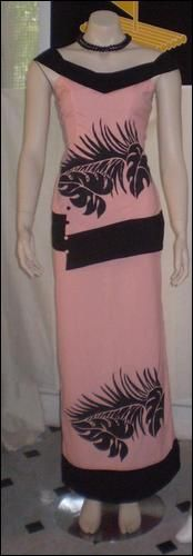 Puletasi ideas Samoan Designs, Polynesian Designs, Island Wear, Island Outfit, Tahiti, Samoan Dress, Formal Dress Patterns, New Dress Pattern, Muumuu