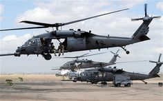 There are no survivors from the crash of the Pave Hawk helicopter. military officials say the aircraft went down after hitting a power line in western Anbar province. Black Hawk Helicopter, Military Helicopter, Us Military, Military Aircraft, Military Vehicles, Us Navy, Air Force, Search And Rescue, Military Equipment