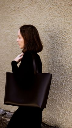 The classic leather tote in color black. Classic Leather, Color Black, Ann, Tote Bag, Shopping, Design, Totes, Tote Bags