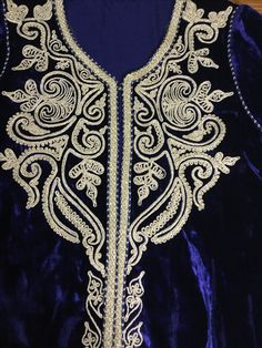 Embroidery Works, Gold Embroidery, Machine Embroidery Designs, Embroidery Patterns, Mode Abaya, Baroque Design, Afghan Dresses, Gold Work, African Fashion