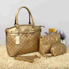 Tas Louis Vuitton Farisha  - Kode : 20150AH - Merk : LOUIS VUITTON - Qualty : Semi Premium - Bahan : Kulit - Warna : Gold - Ukuran : 33x11x27 - Berat. : 1kg/pcs - Harga : Rp 330.000, - Kelengkapan : Dompet + Tali Panjang