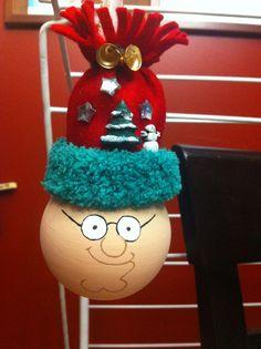 modèle: Family Guy-Peter Griffin  Décoration de Noël réalisée à partir d'objets recyclés Pour commander: https://www.facebook.com/LesFantaisiesdeMamzelleSofy