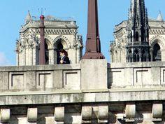 Crossing Pont de la Tournelle with Notre-Dame in the distance. www.frenchmoments.eu/paris-ile-de-france/
