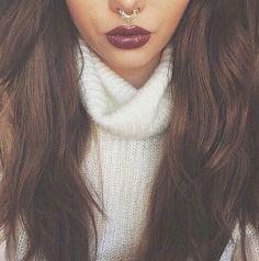 En otoño e invierno puedes usar colores característicos en el maquillaje y antes de pintar tus labios color vino asegúrate de conocer los sí y no. http://www.linio.com.mx/salud-y-cuidado-personal/