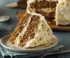 Delicious gluten free carrot cake recipe with sugar free cream cheese frosting. Make in just 30 minutes! Gluten Free Carrot Cake, Vegan Carrot Cakes, Best Carrot Cake, Cake With Cream Cheese, Cream Cheese Frosting, Food Cakes, Carrot Poke Cakes, No Bake Cake, Sugar Free