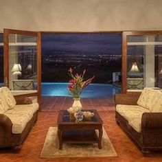 A living room with this view is thousand times better than any other attraction. 💙✨🌃