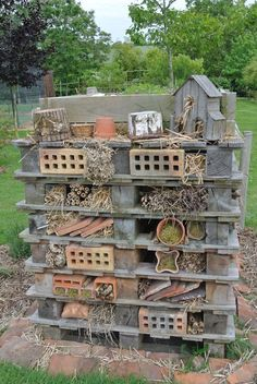 Ecological wall – Garden of Mary - Diy Garden Deco Garden Bugs, Garden Insects, Garden Pests, Garden Art, Garden Design, Diy Garden, Insect Hotel, Bug Hotel, Outdoor Projects