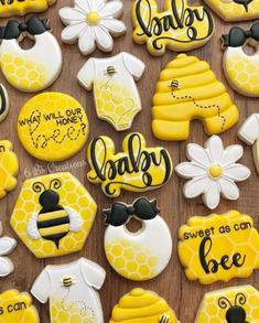 Mommy to bee baby shower theme Baby Gender Reveal Party, Gender Neutral Baby Shower, Baby Shower Fun, Bee Gender Reveal, Baby Shower Cupcakes Neutral, Baby Shower Images, Mommy To Bee, Bee Cookies, Sugar Cookies
