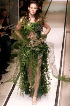 Jean Paul Gaultier Spring 2002 Couture Fashion Show - _La mari¿e_ Source by dress art Botanical Fashion, Floral Fashion, Fashion Art, High Fashion, Fashion Show, Fashion Design, Gothic Fashion, Fashion Fashion, Jean Paul Gaultier