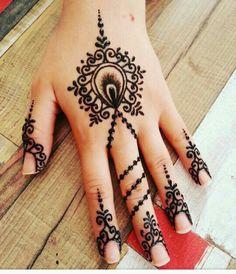 Henna Designs, Modern Mehndi Designs, Mehndi Art, Henna Mehndi, Henna Tattoo Kit, Flower Henna, Christmas Doodles, Mehndi Images, Latest Mehndi