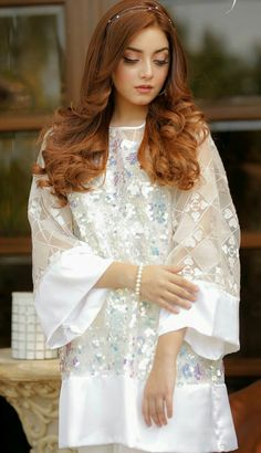 Most Favourite Collection Of Pakistani Celebs Simple Pakistani Dresses, Pakistani Dress Design, Pakistani Bridal, Indian Bridal, Pakistani Fashion Party Wear, Indian Fashion Dresses, Indian Gowns, Indian Outfits, Fancy Dress Design