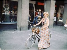 Shooting Film: Amazing Color Photography of Street Scenes of Amsterdam in 1975 by Ed van der Elsken Color Photography, Vintage Photography, Bicycle Girl, Film Aesthetic, Contemporary Photography, Vintage Colors, Art Music, Dress Codes, Vintage Photos