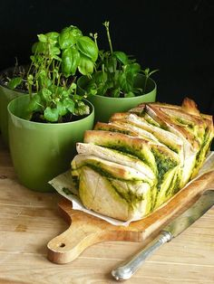 odrywany chlebek z pesto I Foods, Pesto, Spinach, Grilling, Salads, Sandwiches, Recipies, Food And Drink, Turkey