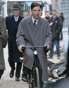 2013 11 03 - Filming ' The Imitation Game ' in Chancery Lane by Dean (900×1145)