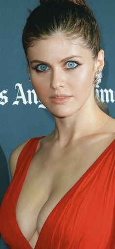 Alexandra daddario styleYou can find Alexandra daddario and more on our website. Beautiful Celebrities, Beautiful Actresses, Gorgeous Women, Pretty Eyes, Beautiful Eyes, Hollywood Celebrities, Hollywood Actresses, Alexandra Daddario Images, Female Actresses