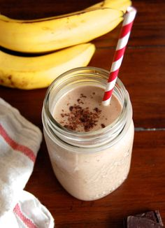 How to Make a Paleo Banana Chocolate Shake | Paleo Grubs