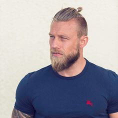 awesome 30 Cool Top Knot Hairstyle Ideas - Enhancing Your Elegance and Personality Check more at http://stylemann.com/best-top-knot-hairstyles/
