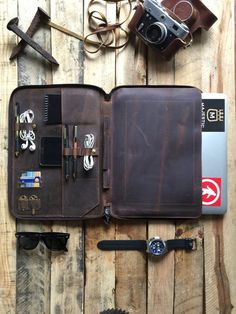 LEATHER PORTFOLIO FOLDER - MACBOOK 13