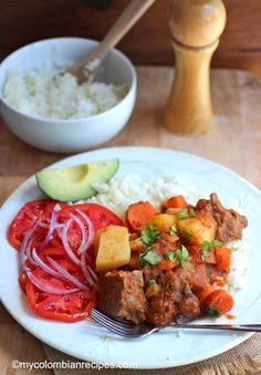 We make them with chicken,fish,beef and pork served over white rice. This Beef Stew in Tomato Sauce (Estofado de Res) is very rich, Colombian Dishes, My Colombian Recipes, Colombian Cuisine, Peruvian Dishes, Peruvian Recipes, Plats Latinos, Kitchen Recipes, Cooking Recipes, Ground Beef Dishes