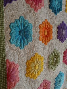 grandmothers flower garden quilt, awesome quilting
