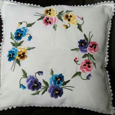 Bordados Pillow Embroidery, Cutwork Embroidery, Embroidery Designs, Cushion Cover Pattern, Cushion Covers, Pillow Covers, Pin Cushions, Magnolia, Needlework