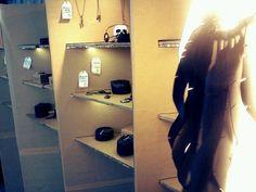 Display de papelão em Bazar Tienda de Ideias na UFSC