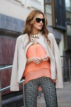 Social Wardrobe: Spring colors and golden necklace